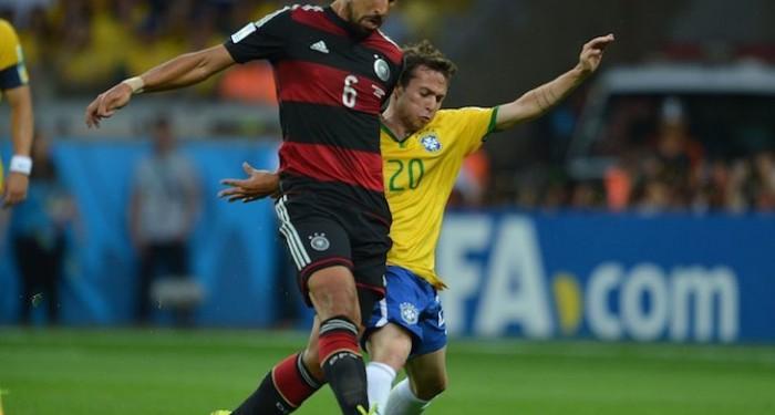 Bernard_Brazil_v_Germany_2014