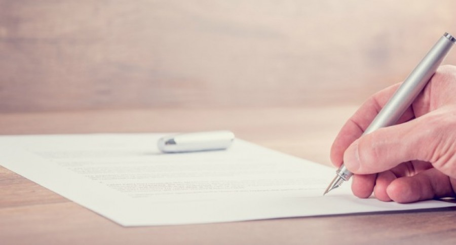 Closeup_of_signing_contract