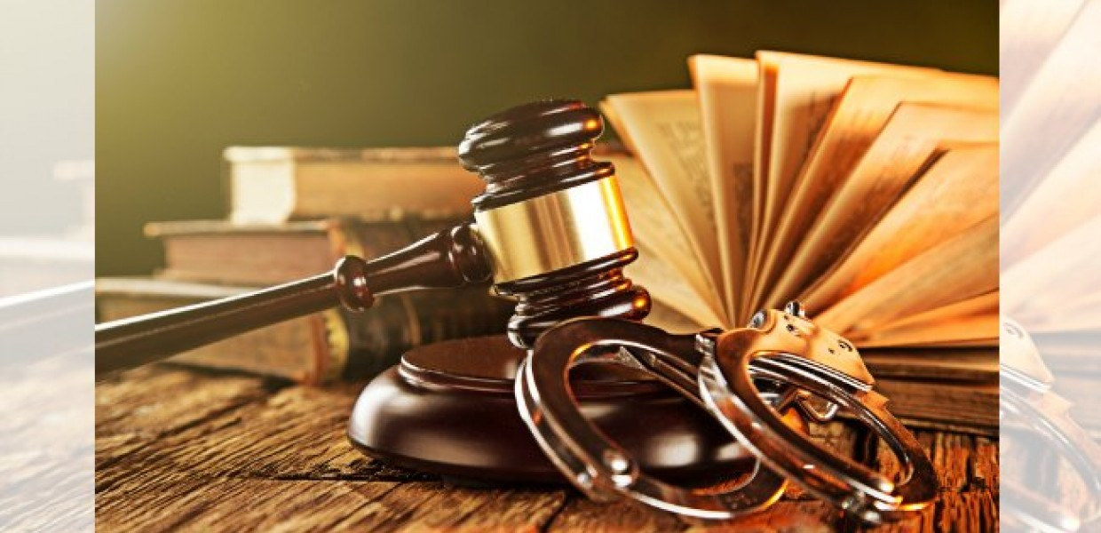 Gavel_with_Cuffs_and_Books