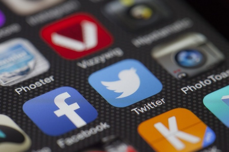 Social_Media_Apps_on_Phone
