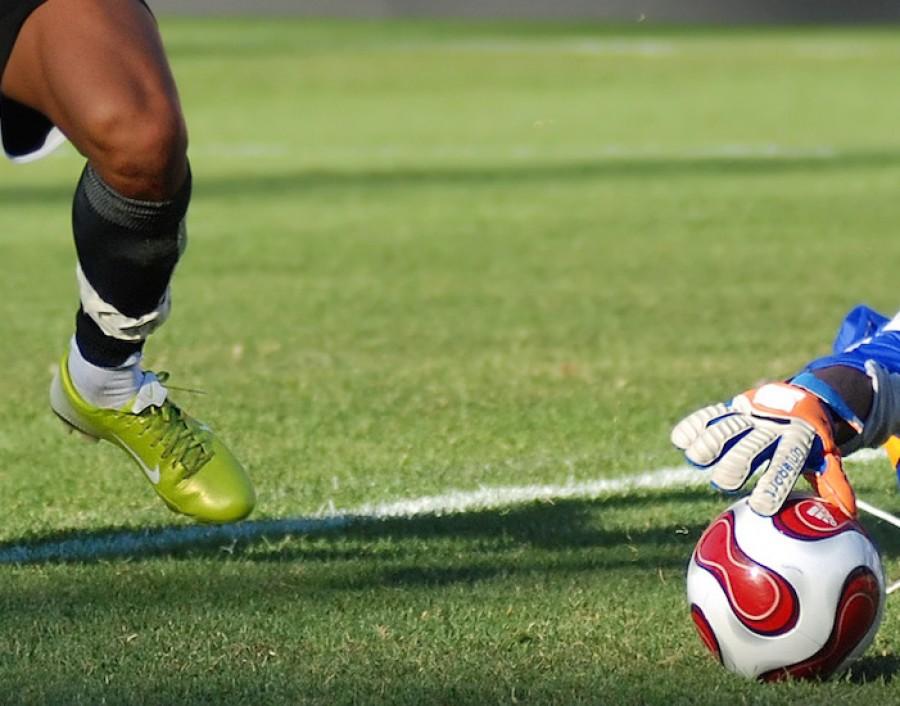 Goalkeeper_glove_and_Ball