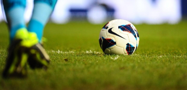 Goalkeeper running to kick ball