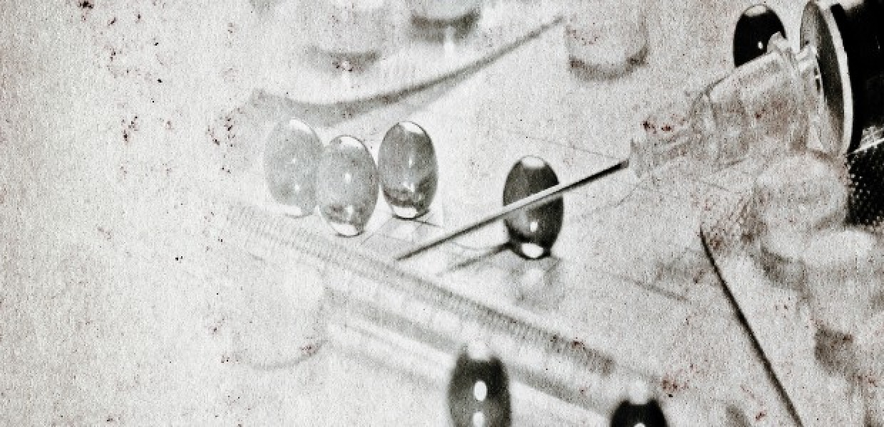 Old_Syringe_and_Pills