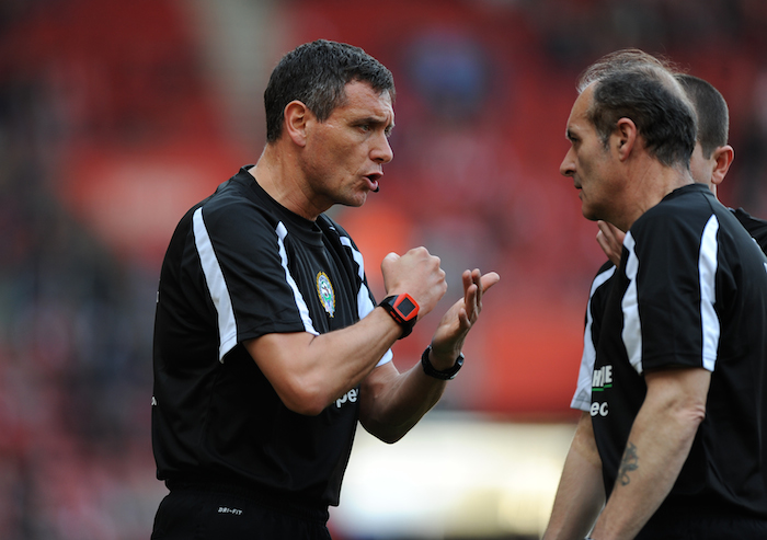 Referees_Talking