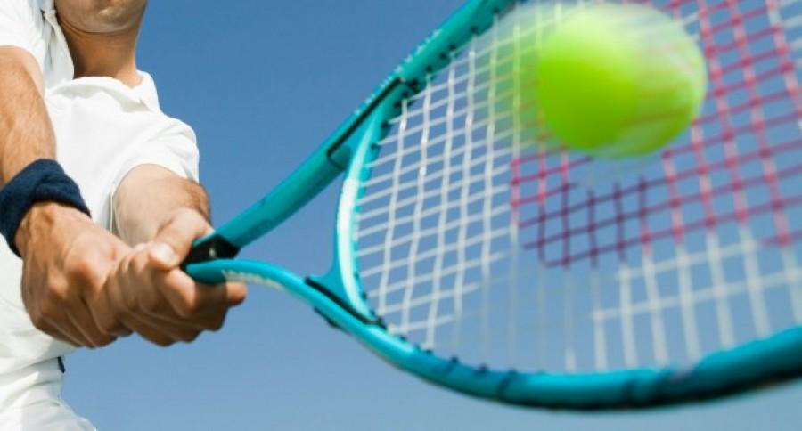 Tennis_Ball_being_returned